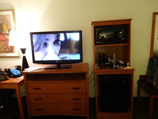 Hampton Inn Lake Havasu City: More of our room 434