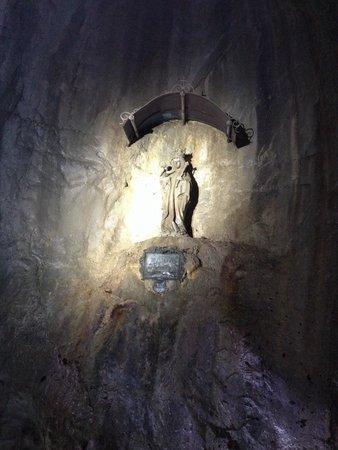 Partnachklamm : Santa no meio de um dos túneis