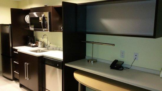 Home2 Suites Rahway : linda czinha une-se ao quarto