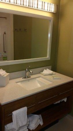 Home2 Suites Rahway : ótimo banheiro