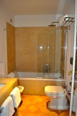 Hotel San Pancrazio: Bathroom