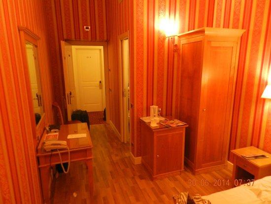 Gambrinus Hotel: Habitacion chica