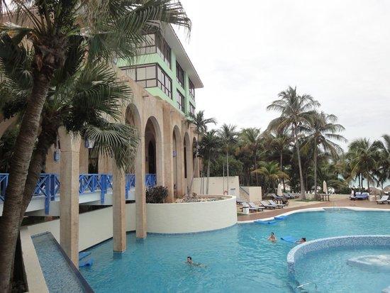 Melia Las Americas: Zona de piscinas y playa