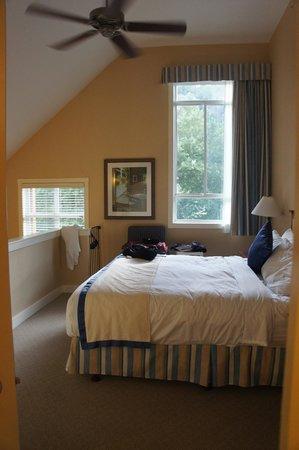 Summerland Waterfront Resort & Spa: master bedroom