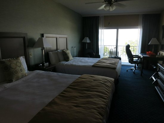 Atlantic Oceanside Hotel and Event Center: Room