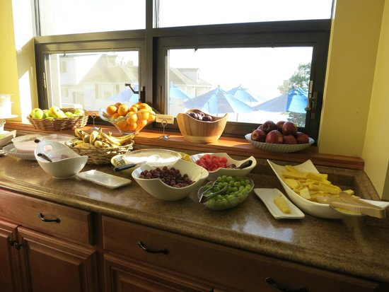 Atlantic Oceanside Hotel and Event Center: Continental breakfast selections