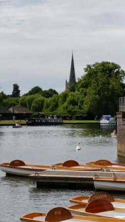 Holy Trinity Church with the River Avon