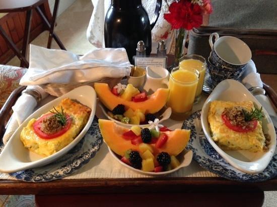 Headlands Inn Bed & Breakfast : breakfast day #1