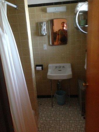 Judy's Motel PA Dutch Heritage: Bathroom