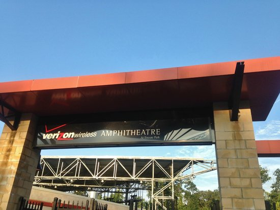 Verizon Wireless Amphitheatre at Encore Park: Entrance