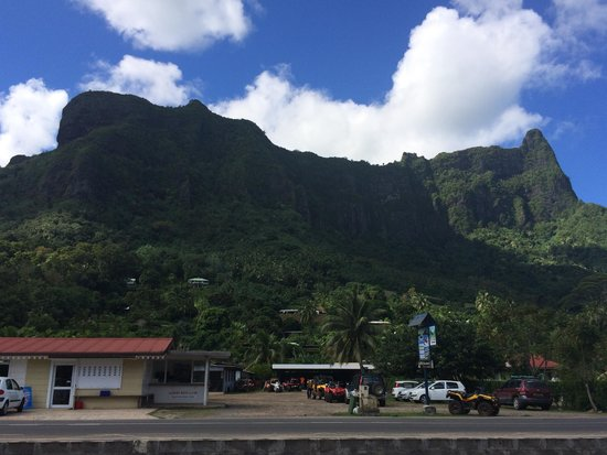 Club Bali Hai Moorea Hotel : Alberts with a view of the mountain