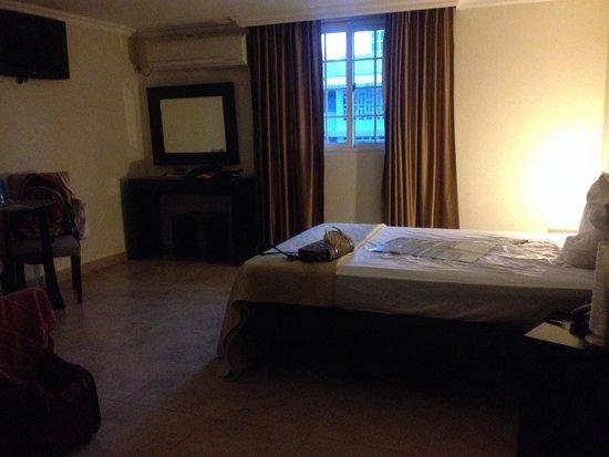 Hotel Terranova: amplia habitación