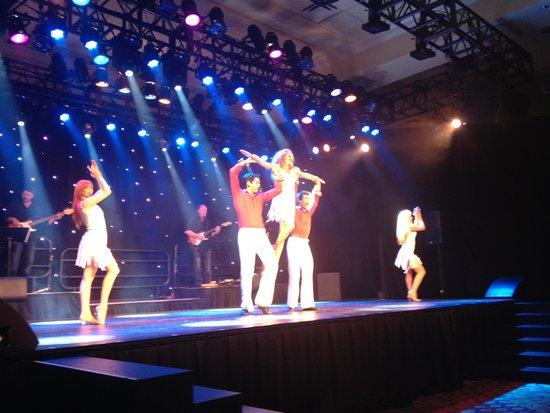 Deerhurst Resort: Decades Show