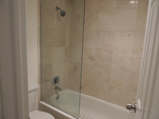 Beach Paradise Hotel: banheiro