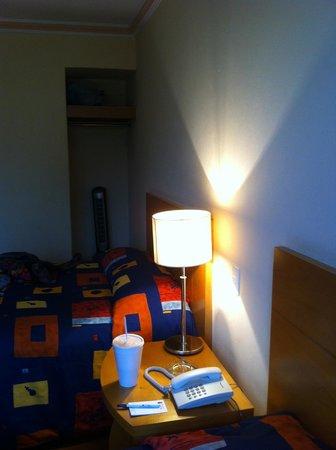 Hotel Del Principado: Al fondo un pequeño clóset