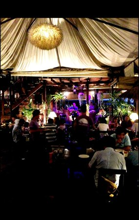 Baan Rabiang Nam or River Tree House : Live music on Thursday and Friday night