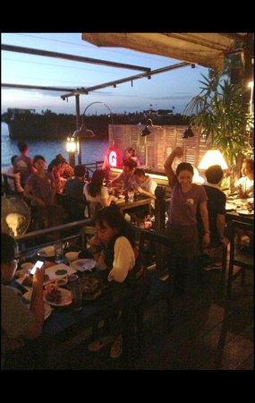 Baan Rabiang Nam or River Tree House : Night atmosphere