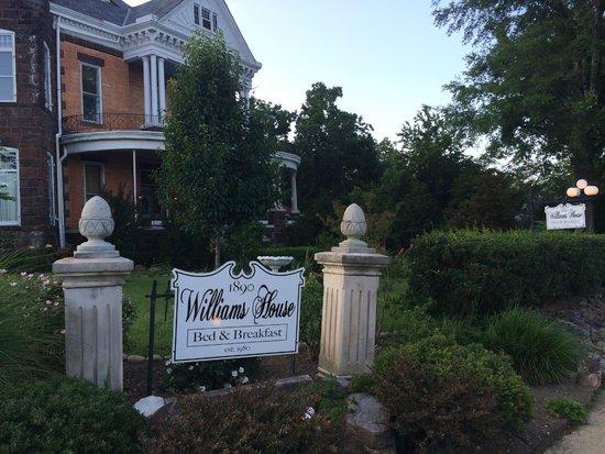 1890 Williams House Inn: well kept
