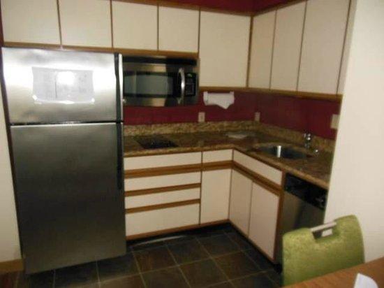 Residence Inn Davenport: Huge refrigerator and big kitchen