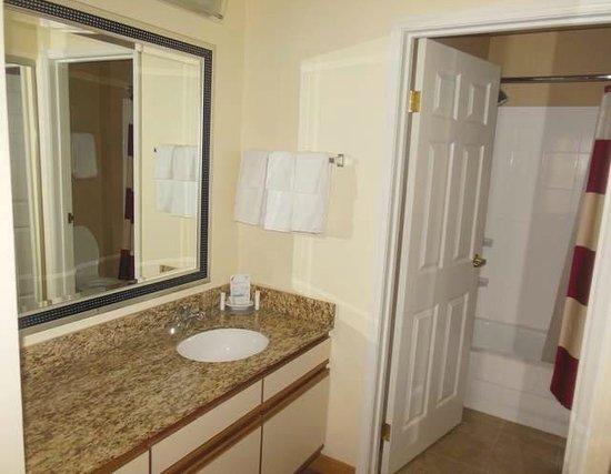 Residence Inn Davenport: Wash sink