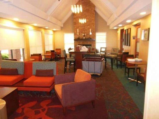 Residence Inn Davenport: Lobby/breakfast area