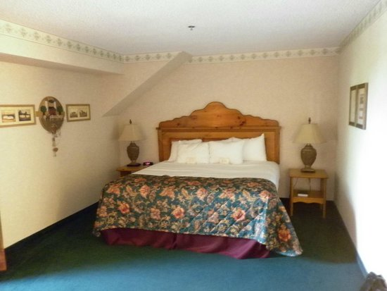 Bavarian Inn Lodge: Comfortable king size bed