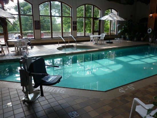 Bavarian Inn Lodge: Adults only pool and hot tub