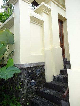 Komaneka at Bisma : Entrance to room