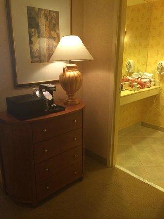 Little Rock Marriott: room