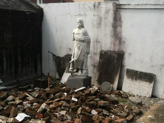 Haunted History Tours of New Orleans : St Louis Cemetery #1