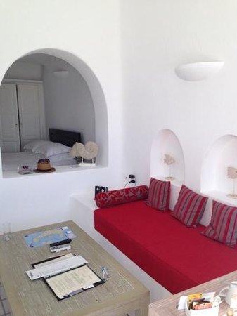 White Santorini Suites & SPA: inside junior suite