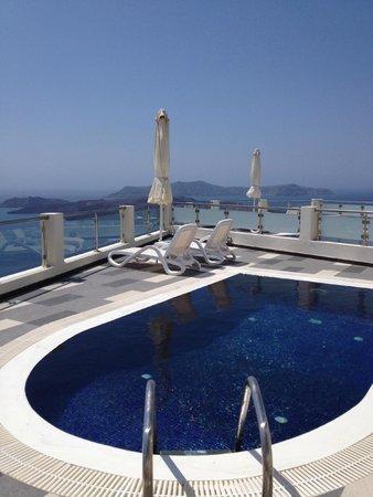 Petit Palace Suites Hotel: notre piscine privee