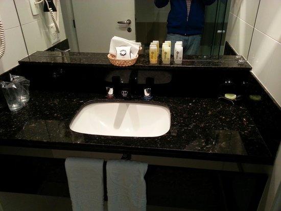 Sol Ipanema Hotel: baño hab 204