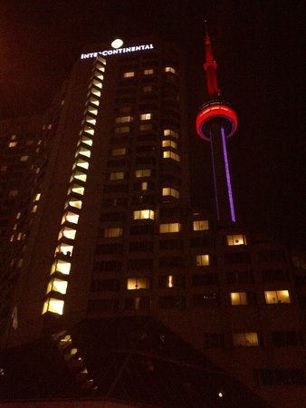 InterContinental Toronto Centre : Hotel and CN Tower in background