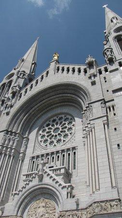 Sanctuaire Sainte-Anne-de-Beaupré : Les clochers.