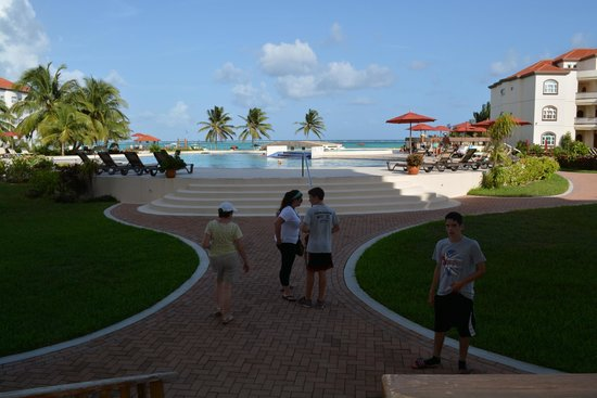 Grand Caribe Belize Resort and Condominiums : view from the lobby