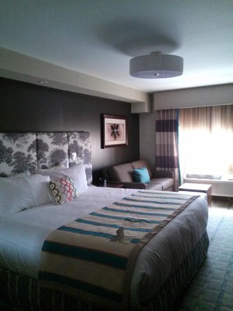 The Kenilworth Hotel: Room 204