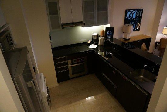Oakwood Premier Joy - Nostalg Center Manila: Kitchen