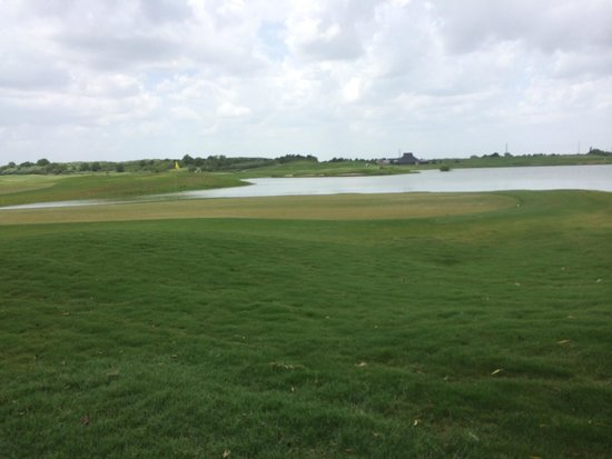 Wildcat Golf Club: The lakes