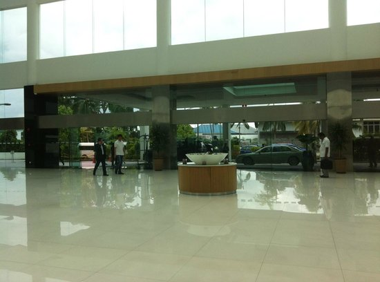 Pullman Kuching : Lobby