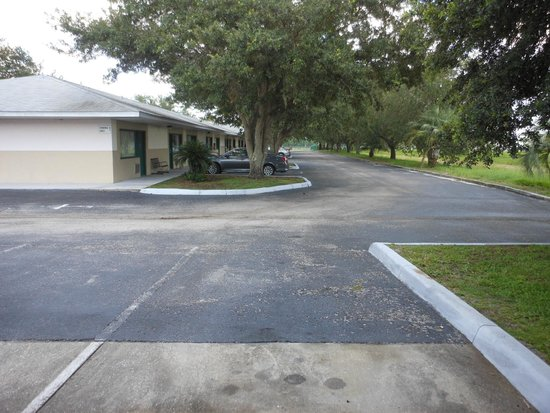 Rodeway Inn & Suites: All the shade