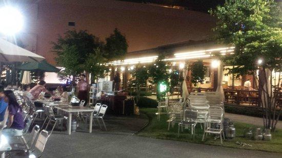 Sapporo Beer Garden: テラス席