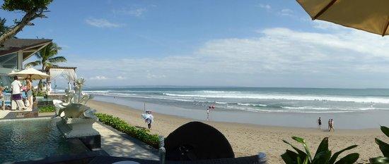 The Seminyak Beach Resort & Spa: Lunchen op het buitenterras van het hotel