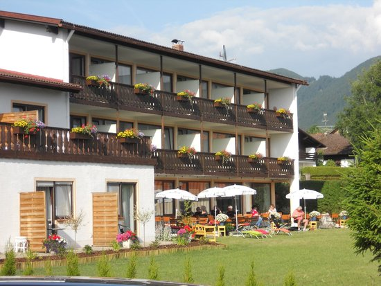 Hotel Alpenblick Berghof: Rear of the hotel