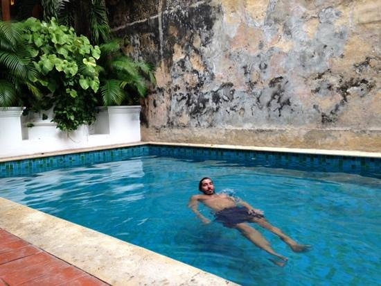 Hotel Casa San Agustin: enjoying the pool after a long day walking the old city