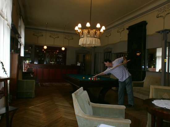 Ammende Villa: Bar and pool room