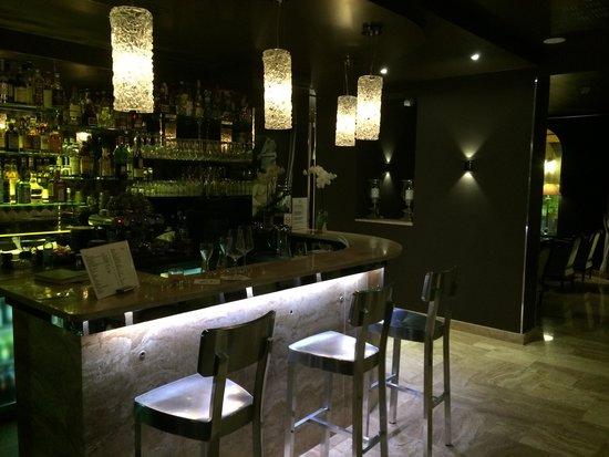 B Montmartre Hotel: Bar