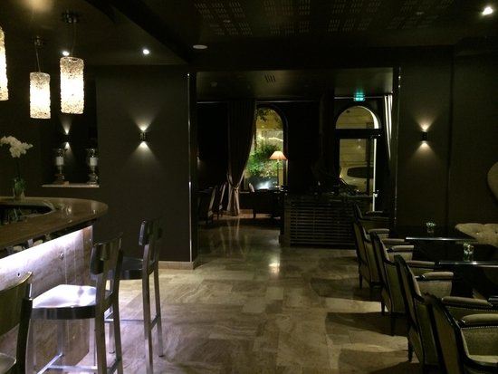 B Montmartre Hotel: Bar restaurant