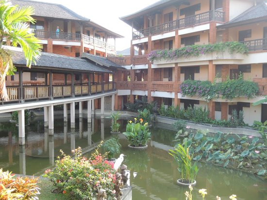 Club Med Bali: There's a lake around your room. The atmosphere is very tranquil.