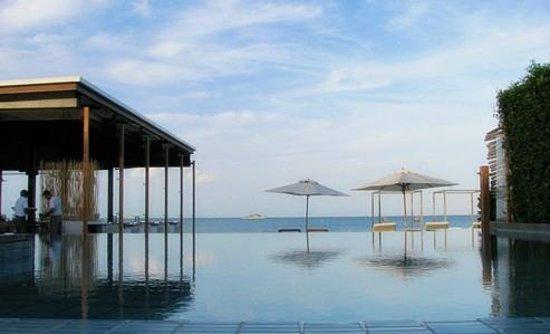 Putahracsa Hua Hin: สระว่ายน้ำวิวทะเล